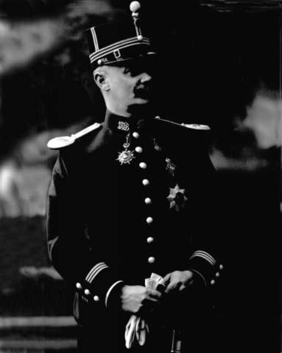 Portrett, Karl Ingvar Nandrup, født 1864, i uniform som kaptein ved infanteriet som reglementert fra 1894 til 1910.