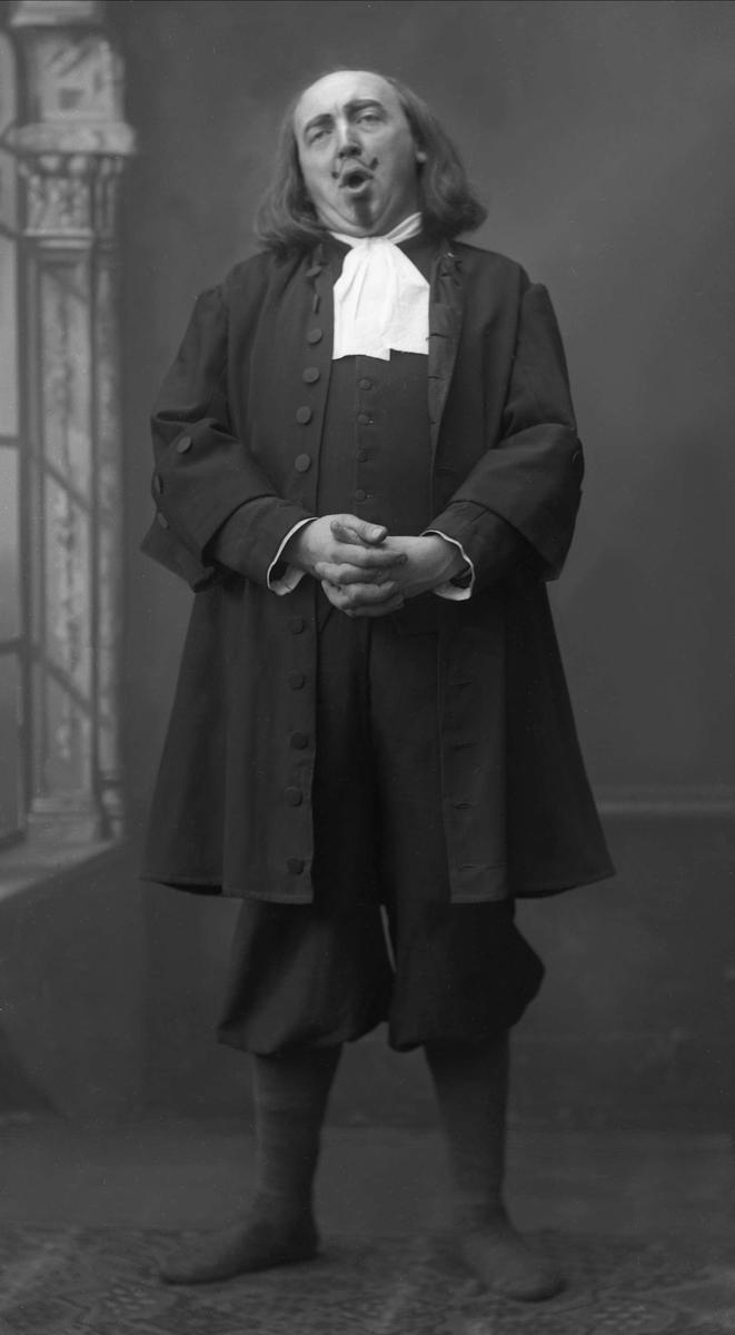 Portrett, skuespiller. Stormoen som Klokker Jørgensen i Wurm.