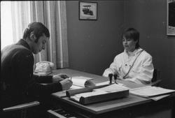 Storuman 1982. Arbetsförmedlingen. Personal, arbetslös ung f