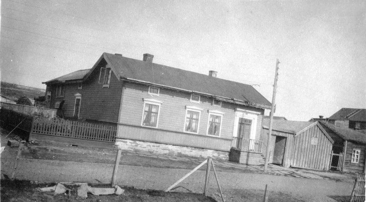 Halonengården med hage rundt ca 1900