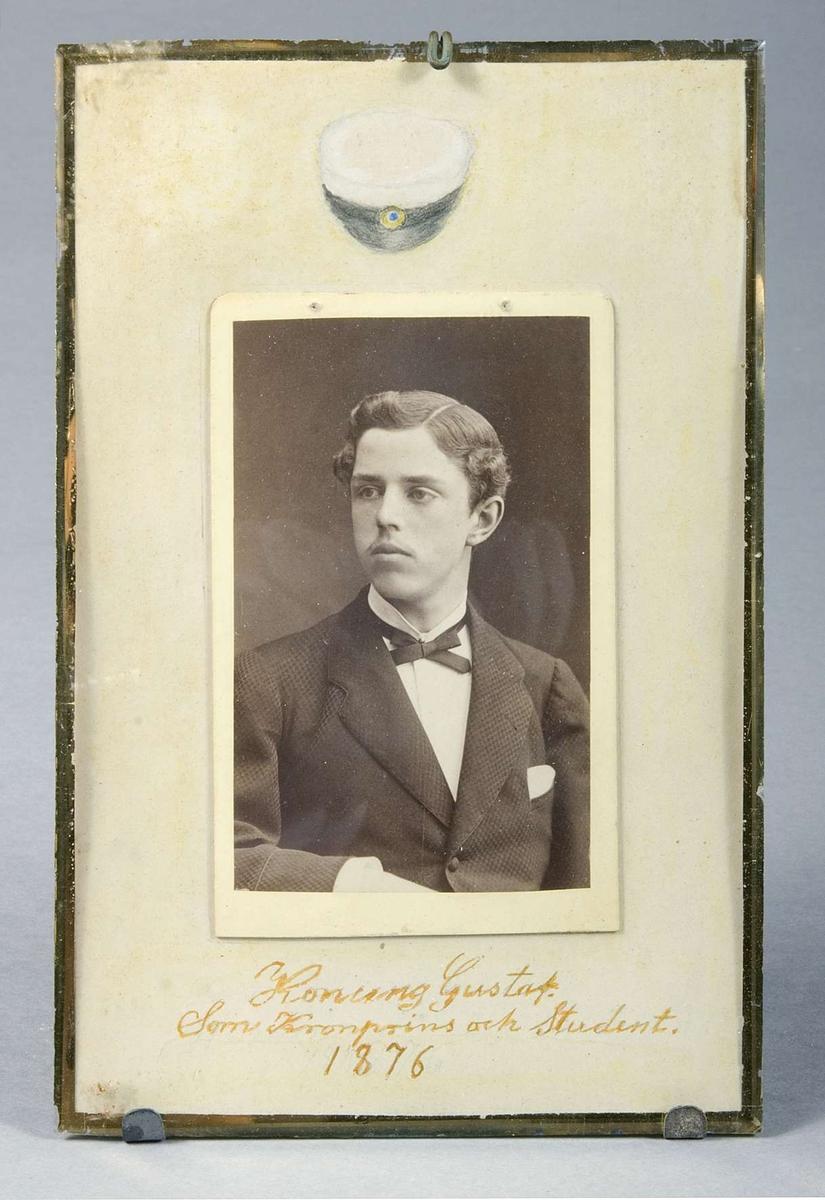 Porträtt av konung Gustav V som kronprins och student i Uppsala.