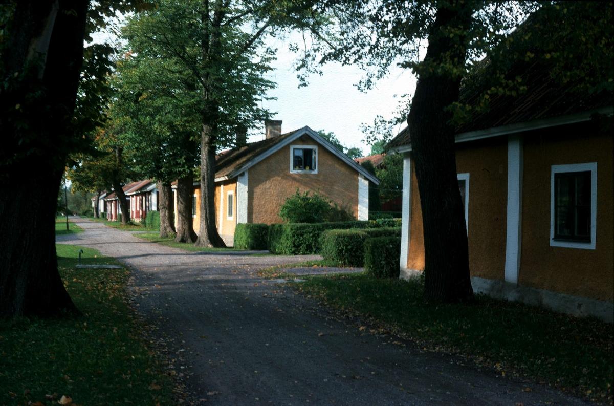 Bruksgata i Lövstabruk, Österlövsta socken, Uppland 1975