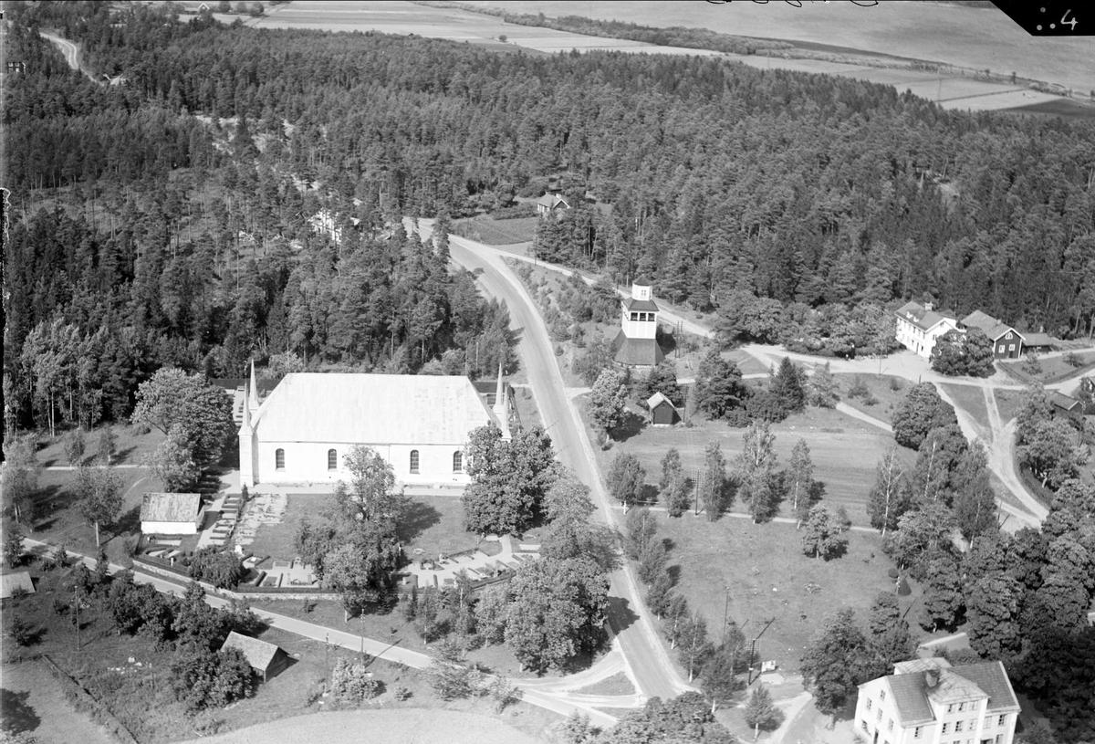 Björklinge kyrka med omgivande bebyggelse, Björklinge socken, Uppland år 1936