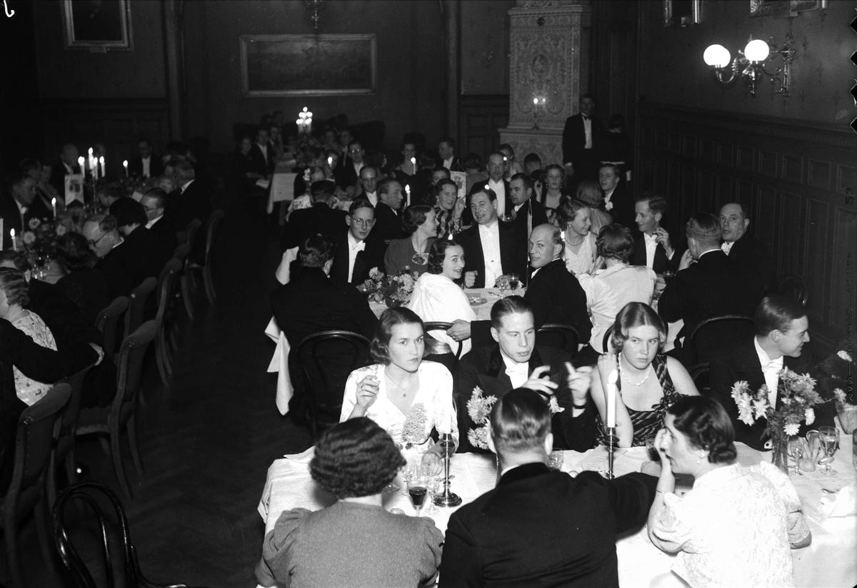 Festmiddag på Södermanland-Nerikes studentnation, kvarteret Rosendal, Uppsala november 1937