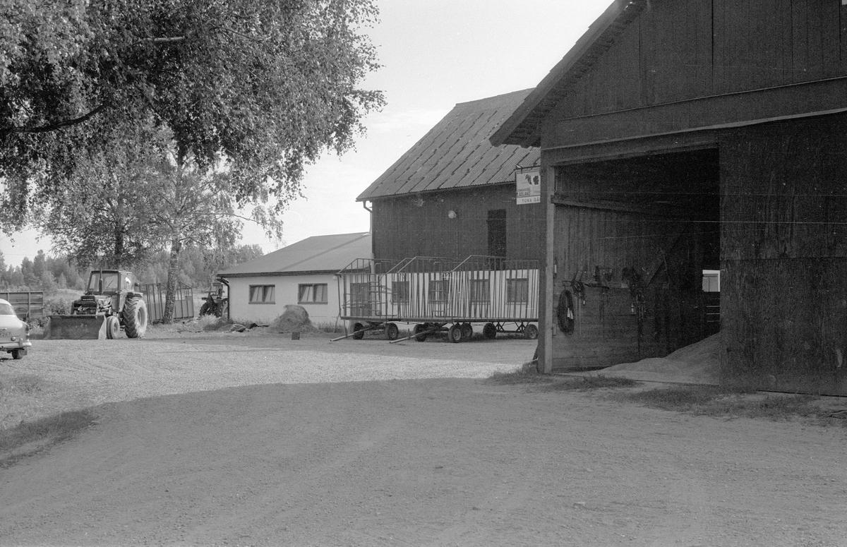Ladugård, Bälinge-Tuna 2:1, Tuna, Bälinge socken, Uppland 1983
