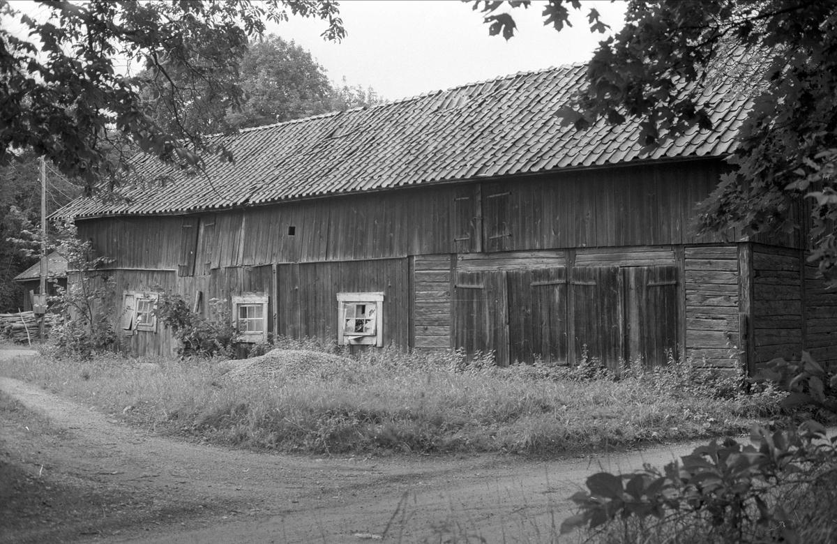 Ladugård och magasin, Locksta 1:7, Locksta, Funbo socken, Uppland 1982