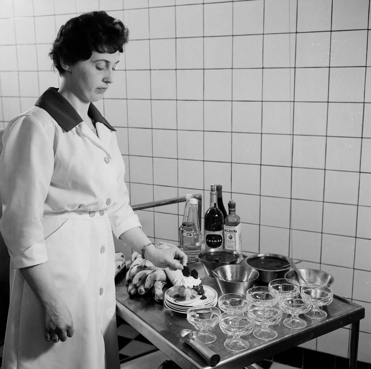 Tillagning av efterrätter med banan på Konditorfackskolan - beställt av Bananinformation, Uppsala maj 1962