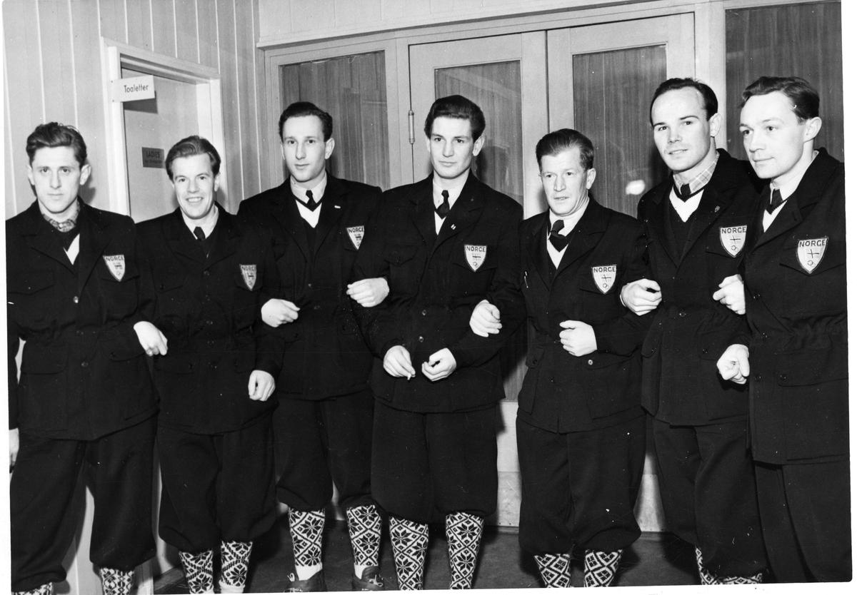 Den norske hopptroppen i OL i St. Moritz 1948: Petter Hugsted, Asbjørn Ruud, Arne Hoel, Christian Mohn, Birger Ruud, Georg Thrane, Thorleif Schjelderup. The Norwegian skiing team in the Winter Olympics in St. Moritz in 1948.