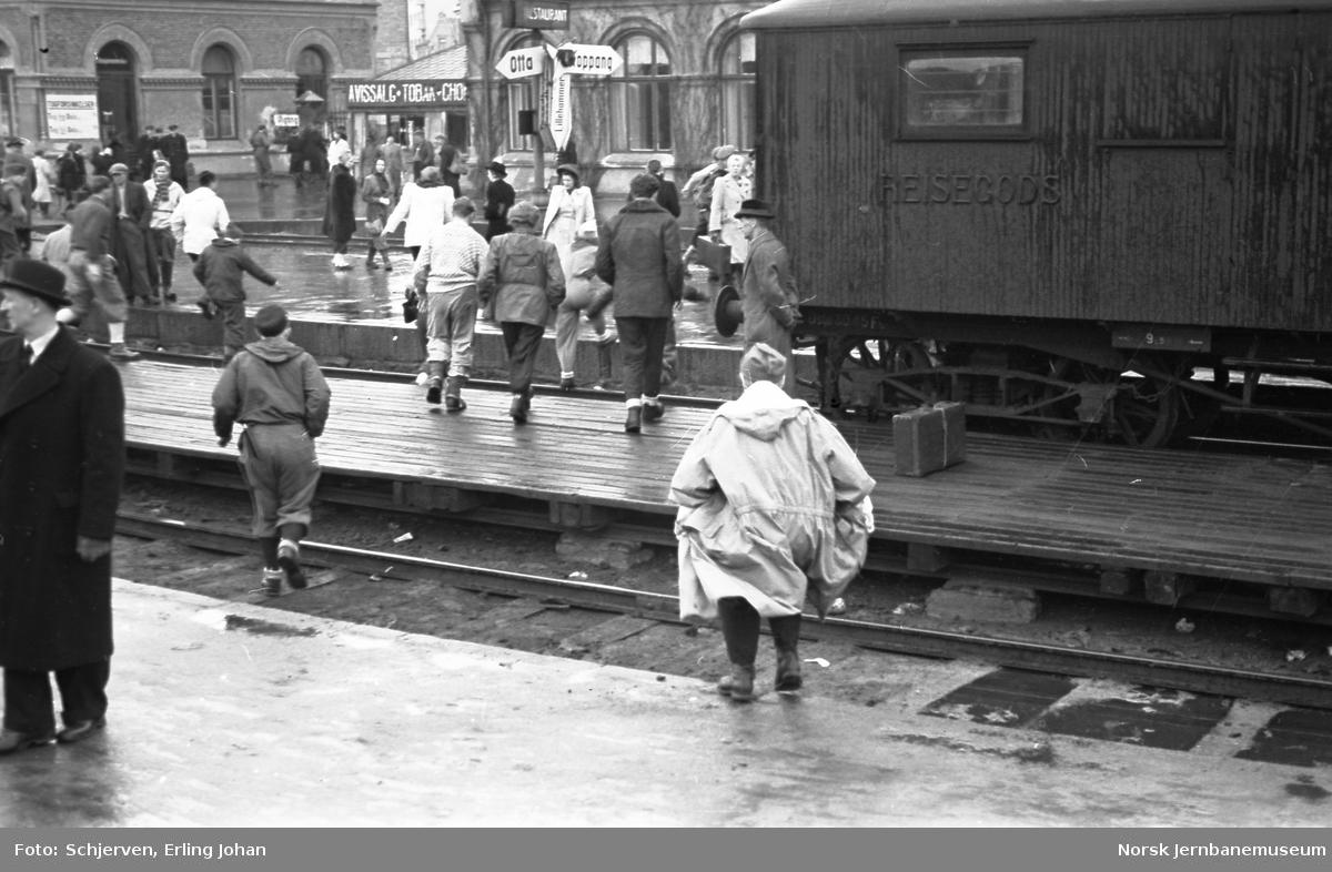 Reisende på Hamar stasjon