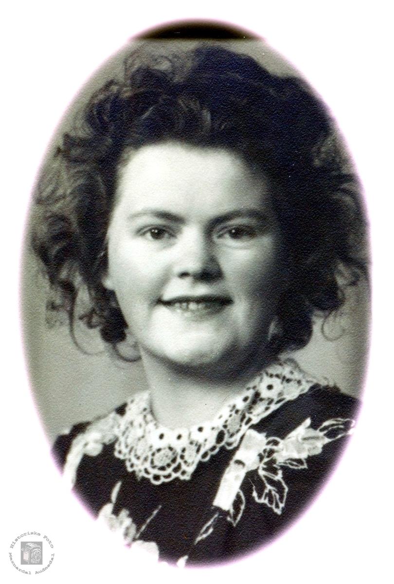 Portrett av Selma Vormlid gift Sveindal. Grindheim.