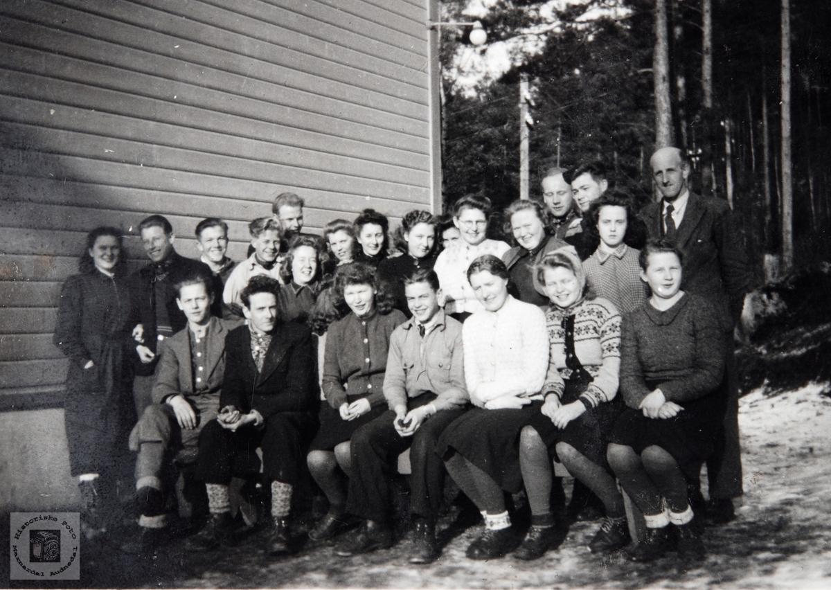 Skoleelever på Ågedal. Bjelland senere Audnedal.