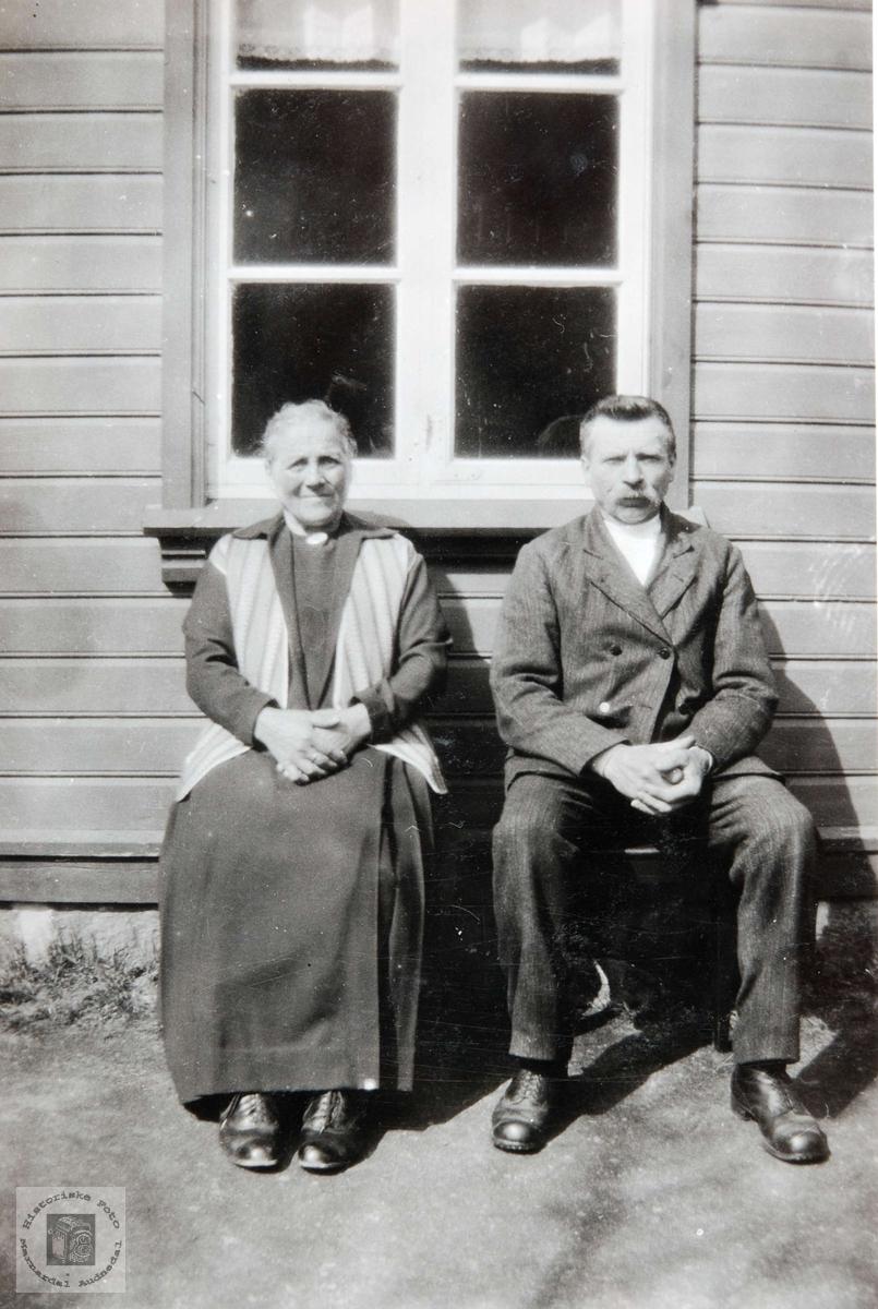 Portrett av ekteparet Åsne og Søren Kråkeland, Bjelland Audnedal.