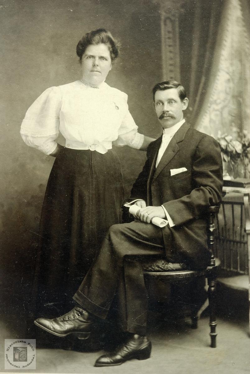 Portrett av ektepar trolig med tilknytning til Grindheimsområdet.