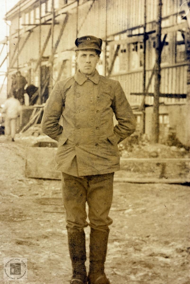 Portrett av John Byremo i stram uniform. Grindheim.
