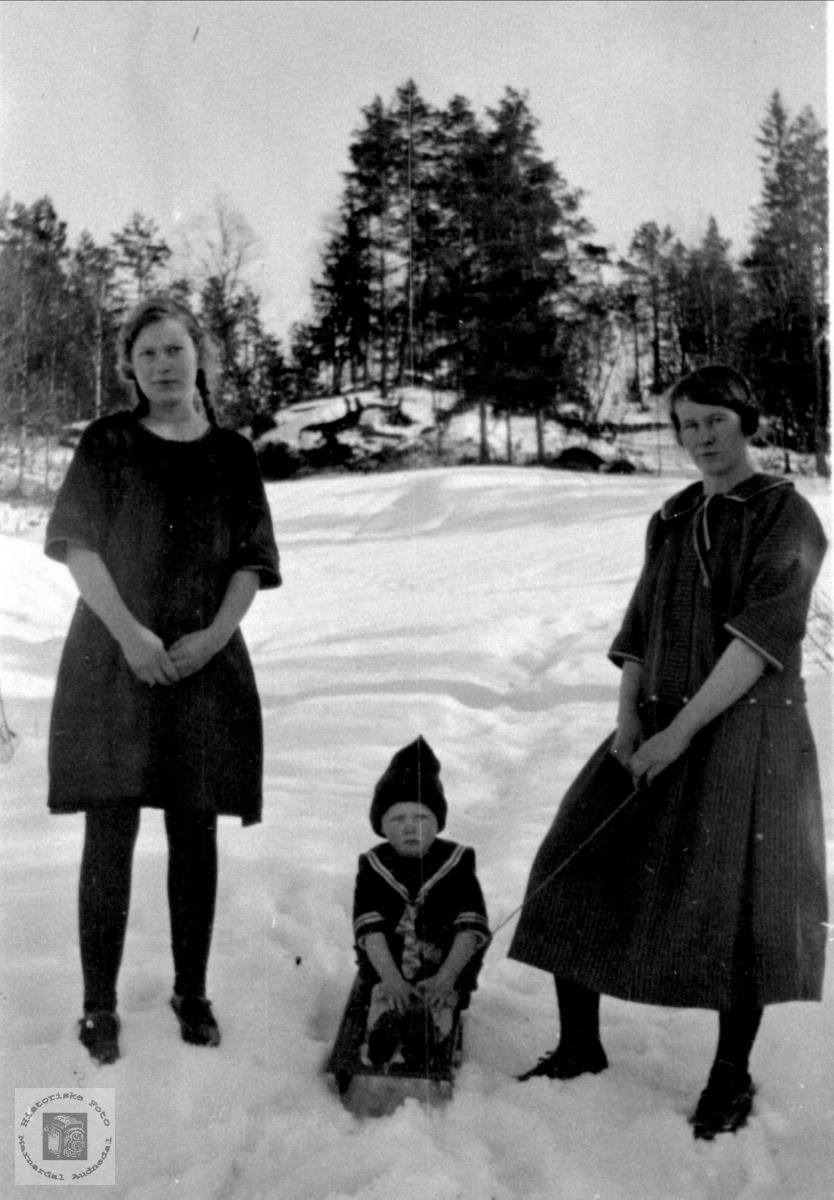 Gruppebilde i vinterlandskap.