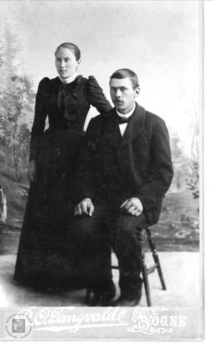 Ekteparet Dorthea og Aanen Rødland, Øyslebø.