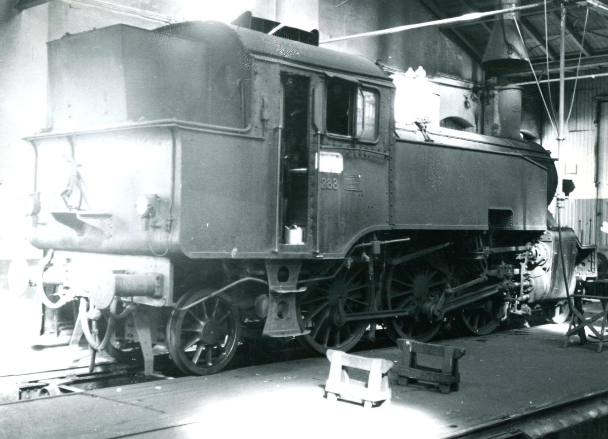 Damplok type 32a nr. 288 i gamlestallen i Lodalen i Oslo.