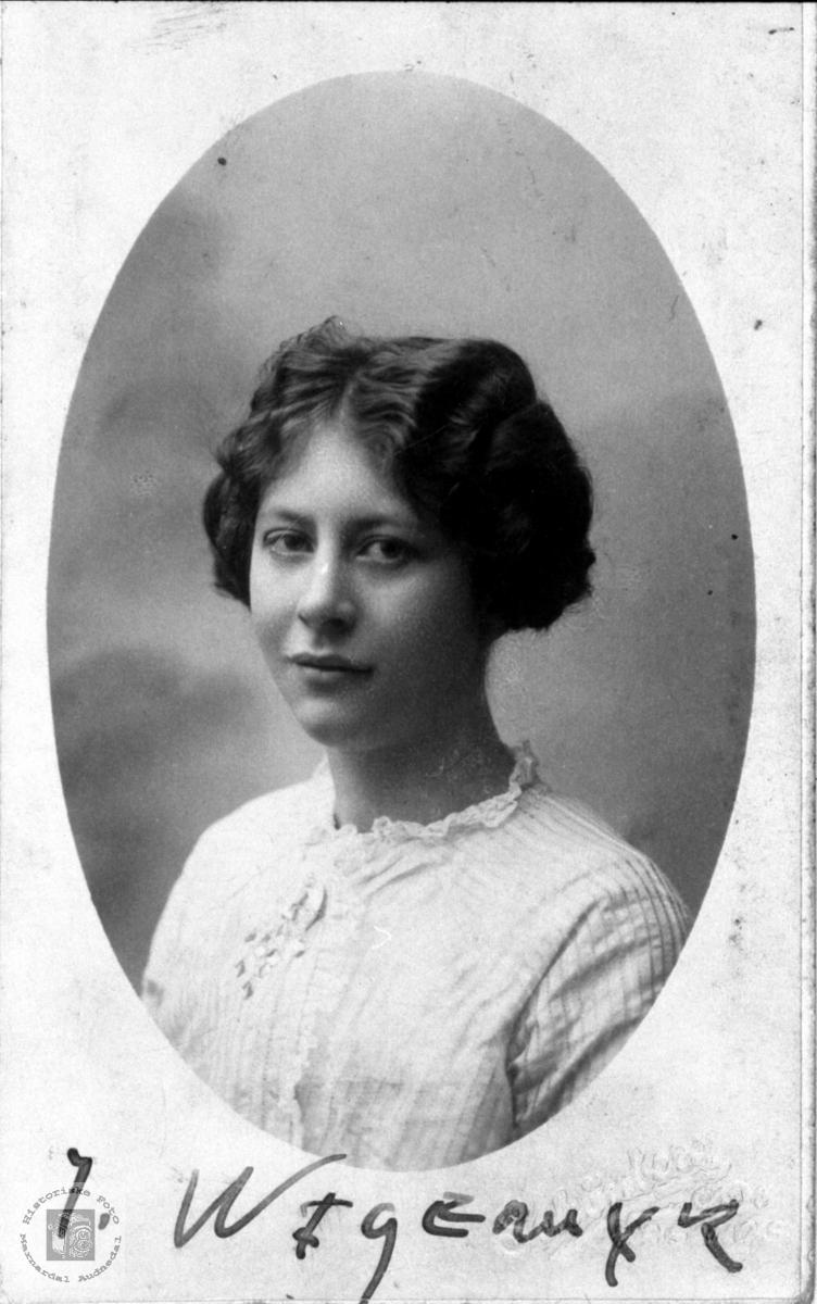 Portrett av Ingeborg Wigemyr, Øyslebø.