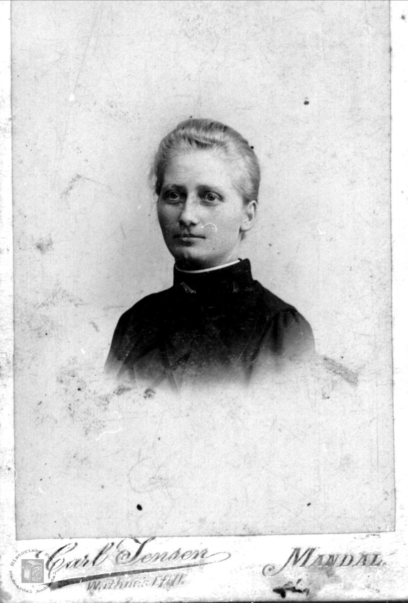 Portrett av Agnes Skaar.