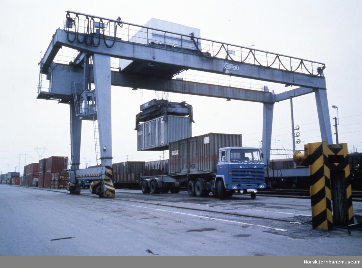 Containerkran på terminalen på Alnabru
