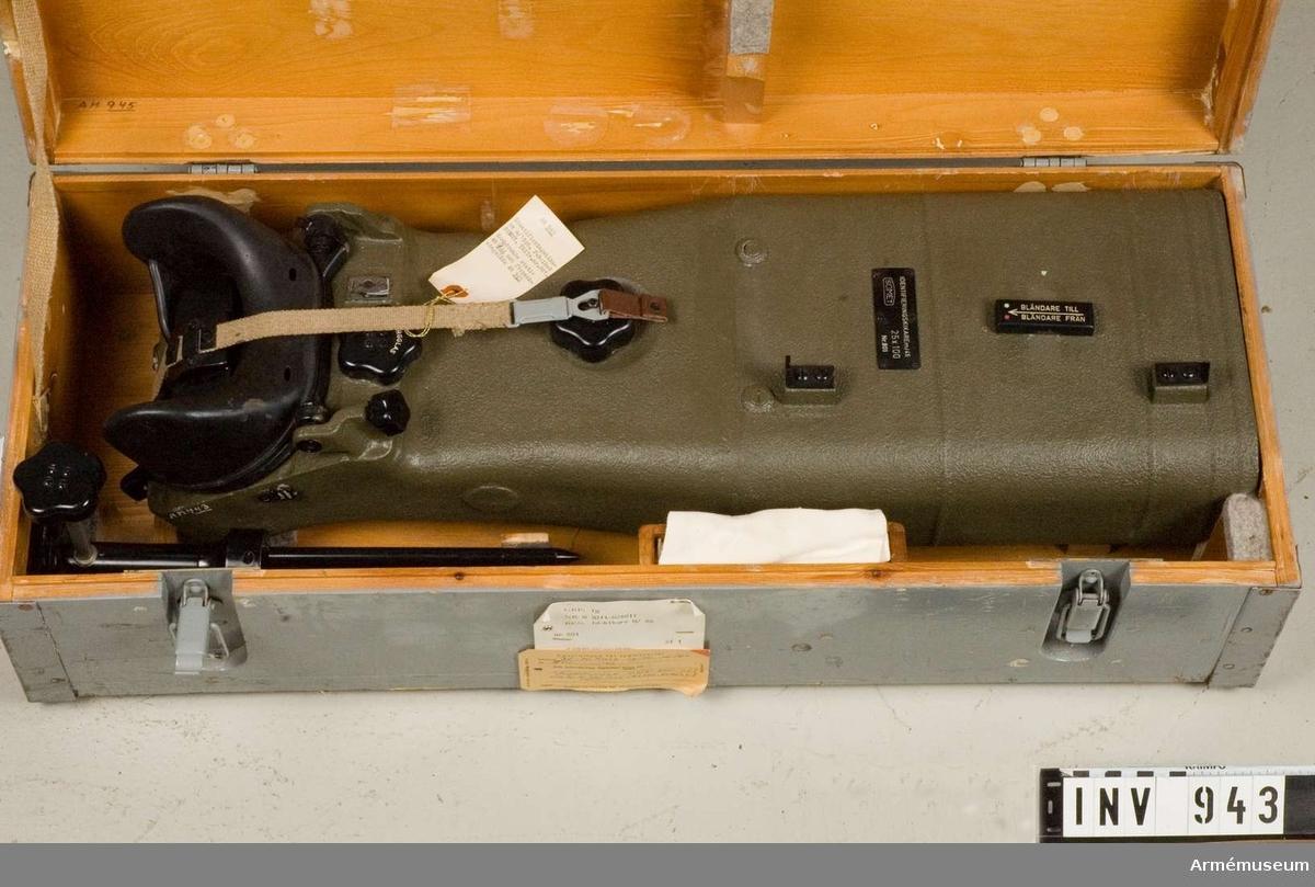 Samhörande nr är 944-945. Identifieringskikare m/1946. Förstoring: 25x100.