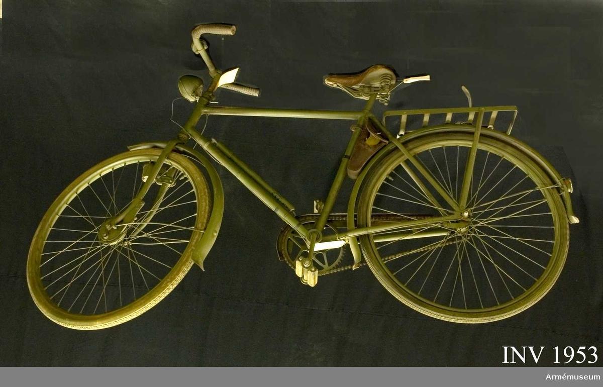 Samhörande: cykellyse, verktygsväska m reparationsmateriel, cykelpump. Lackerad med grå färg.
