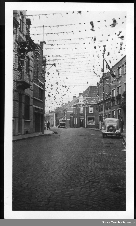 Bygate pyntet til helgenfest?, fra reise til Tyskland, 1932-33.