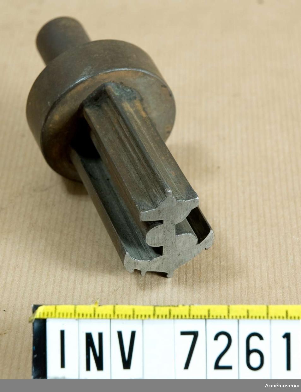 Detta är stansen eller den sk handelen. Höjd 105 mm, märkets höjd 35 mm.