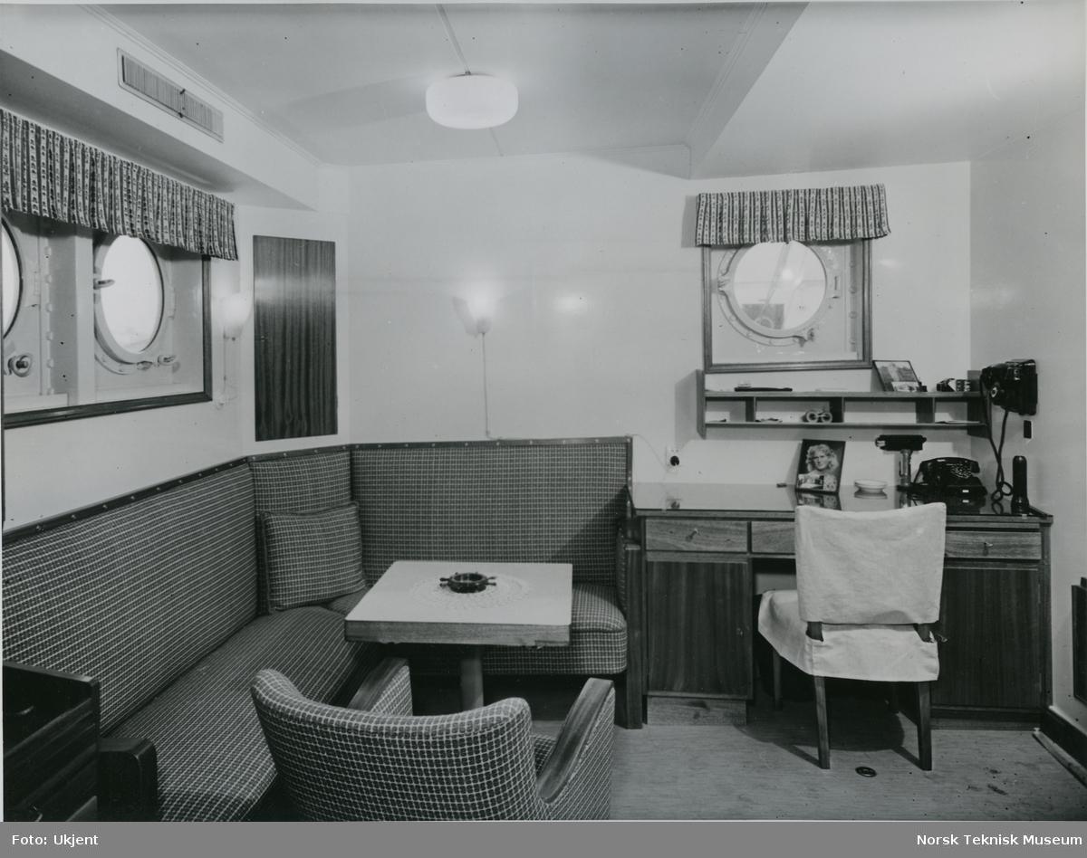 Maskinsjefens dagrom på cargolineren M/S Tabor, B/N 492. Skipet ble levert av Akers Mek. Verksted i 1952 til Wilh. Wilhelmsen.