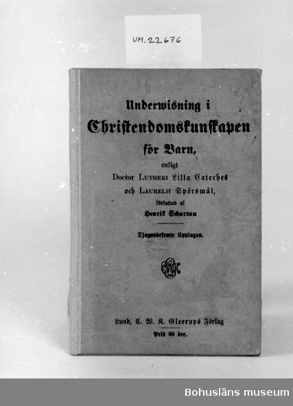"""Undervisning i kristendomskunskap för barn. Författad av Henrik Schartau. Främre pärmens insida text: """"Gustav Johansson Lund 1921""""  UM 129:7"""
