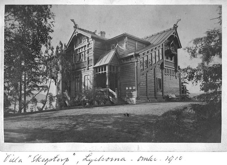 """Text på kortet: """"Villa Skogstorp"""", Lyckorna, omkr. 1910""""."""