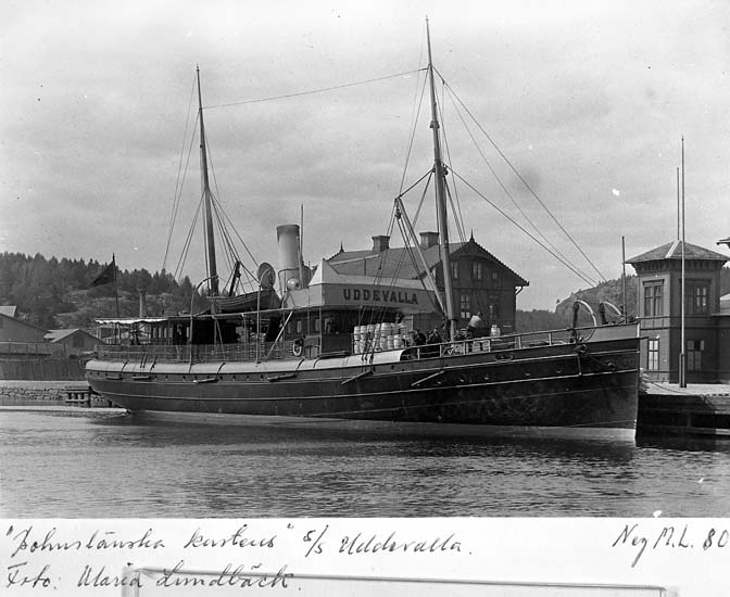 """Text på kortet: """"Bohuslänska kusten"""" s/s Uddevalla. Foto. Maria Lundbäck""""."""