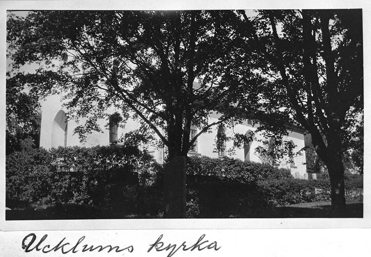 """Text på kortet: """"Ucklums kyrka""""."""