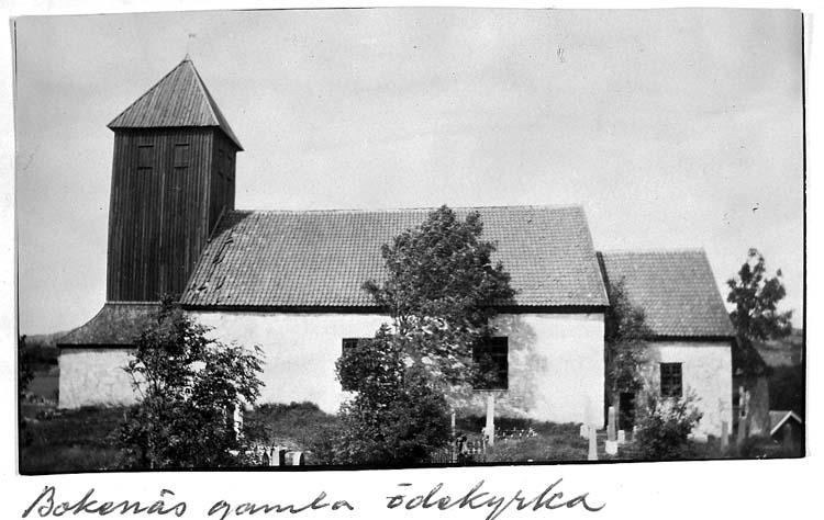 """Text på kortet: """"Bokenäs gamla ödekyrka""""."""