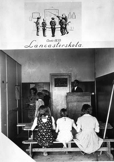 """Text på kortet: """"Omkr. 1850 Lancasterskola""""."""