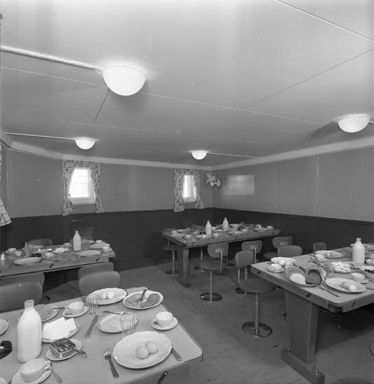 Interiör från fartyg 142 M/T Captain T. Basse, matsalen.