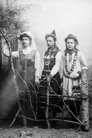 """Stämpel på framsidan: """"Hedvig Rosendahl, Stockholm, Drottninggatan 42 & 51, Malmskillnadsgatan 48 C."""""""