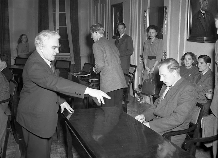 """Enligt notering: """"Ungdomsdebatt Rådhuset 16/2 1948""""."""