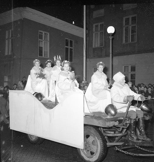 """Enligt notering: """"Bohusläns Dals Lucia 1954 12/12""""."""