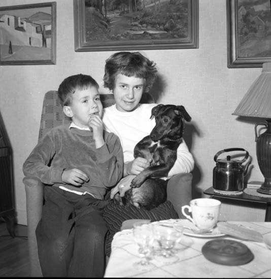 """Enligt notering: """"Ulla-Britt. Hunden och Stubinen""""."""
