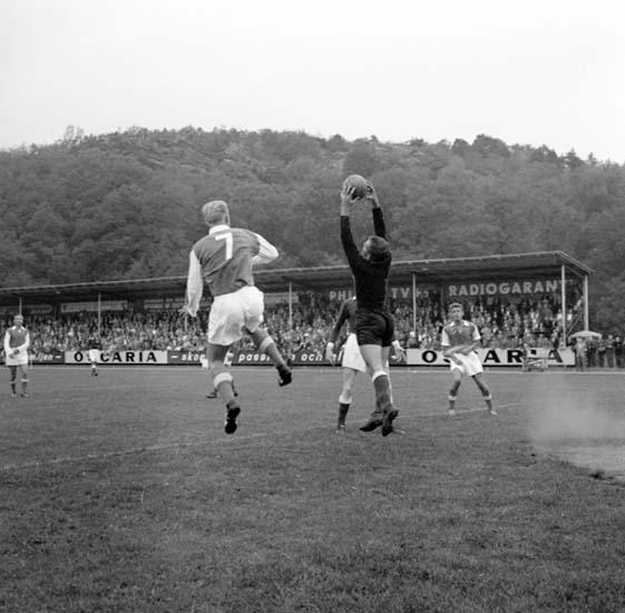 """Enligt notering: """"Fotboll Oddevold Jönköping 26/8 -59""""."""