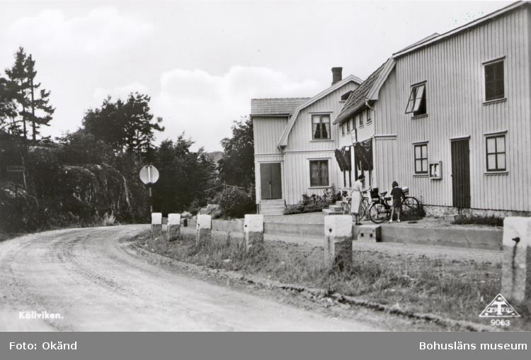 "Tryckt text på kortet: ""Källviken"". ""7 SEP. 1955""."