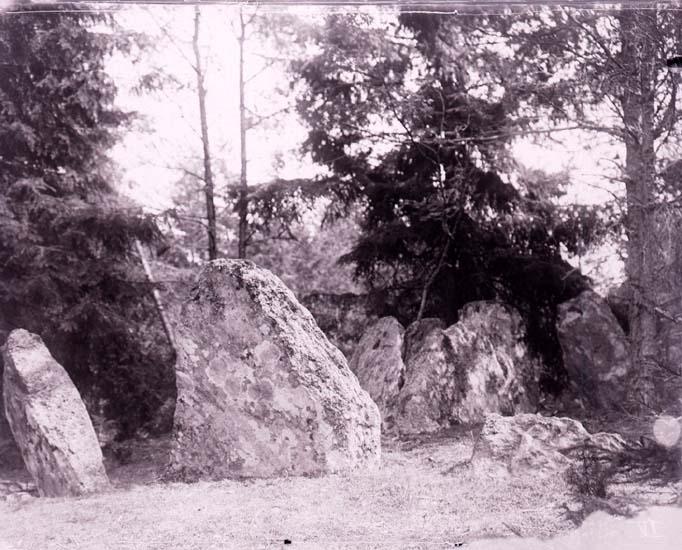 """Enligt text som medföljde bilden: """"Stendös i Brattås 14/7 1912""""."""