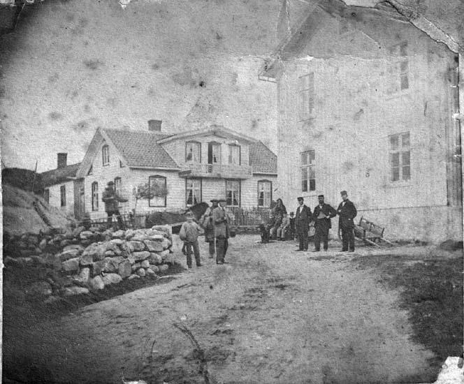 """""""Lysekil. Johansson. Göranssons hus vid St. torget."""" enligt text som medföljde bilden."""