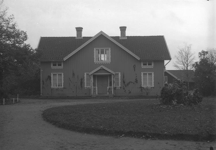 """Enligt fotografens noteringar: """"Bostäder för personal på Gläborgs Folkhögskola."""""""