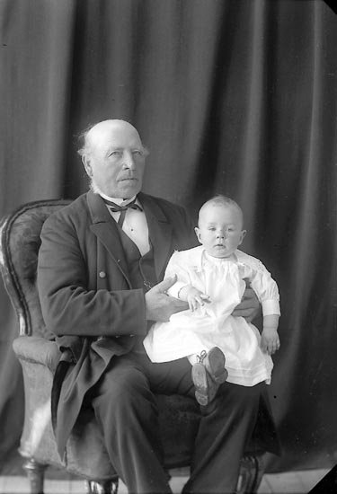 "Fotografens journal nr 2 1909-1915: ""Fahl, Herr Magnus m Lisa""."