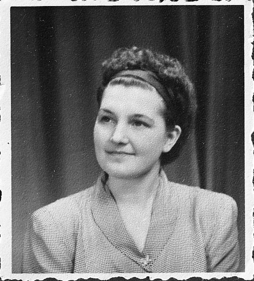 "Enligt fotografens journal nr 7 1944-1950: ""Ljunggren, Herr Rune Postkontoret Här kopia""."