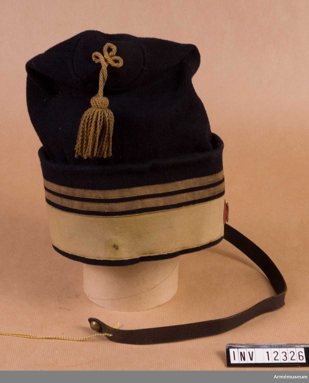 Grupp G I.  För manskap med förste konstapels distinktion (en guldrand), för instruktörer i ridning (en andra guldrand).