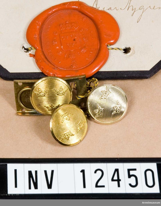 Grupp C I.  Ändringsmodell å mössknapp m/ä-1923, låsknapp/mössknapp m/ä-1923, klammerknapp. Fastställda genom go nr 1805/1923, 1923-12-14.