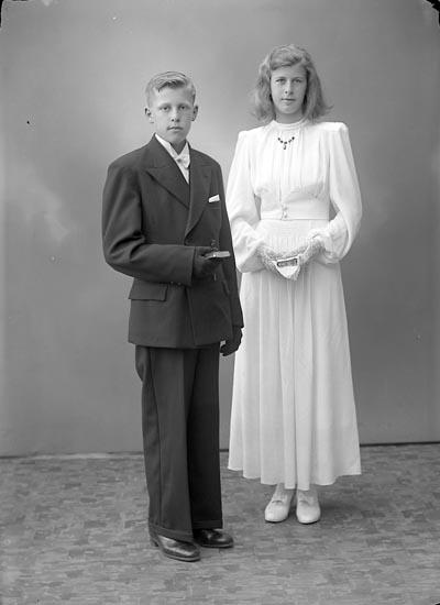 """Enligt fotografens journal nr 6 1930-1943: """"Berntsson, Ally o Bertil Järnblästen Ödsmål""""."""